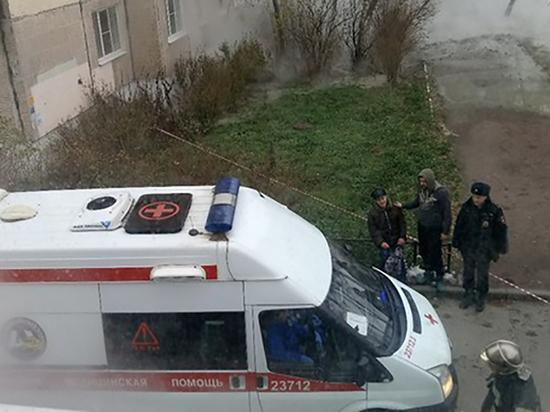 Пенсионер получил тяжелые ожоги при прорыве трубы на улице Олеко Дундича