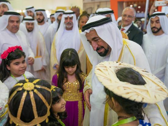 На Международной книжной ярмарке в ОАЭ Пушкин и Толстой заговорили по-арабски