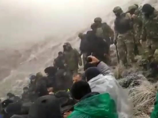 Силовики жестко разгоняют протестующих в дагестанском селе Меусиша