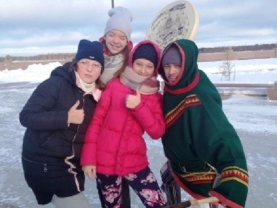 Детей из Тюменской области на Ямале напоили чаем и показали местные обряды