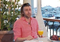 Муж Заворотнюк впервые за последние месяцы появился перед журналистами