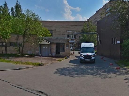 В Санкт-Петербурге пациент больницы упал с койки и умер