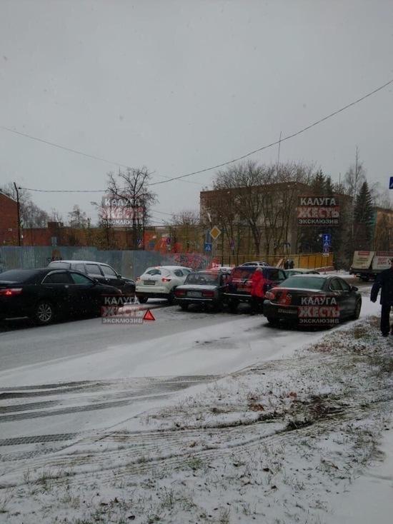 Выпавший снег в Калуге привел к многочисленным ДТП