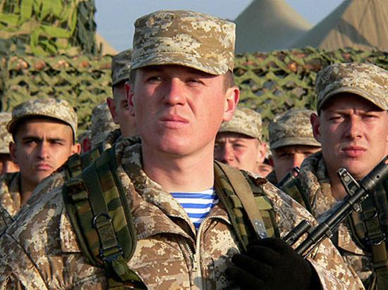 """""""Кого берут и чего ждать"""": Военные раскрыли зарплаты при службе по контракту"""