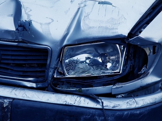 Прыгавших по чужим автомобилям мужчин задержали в Чите