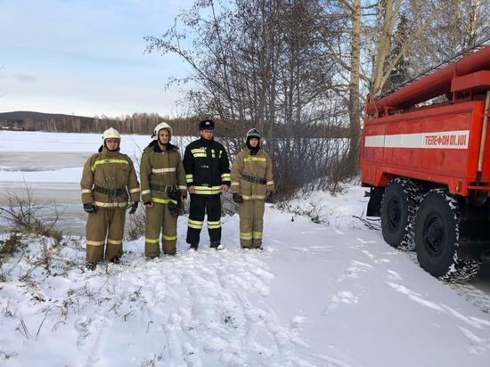 В Свердловской области велосипедист провалился под лед