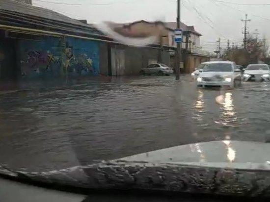 Улицы дагестанской столицы затопило первым дождем
