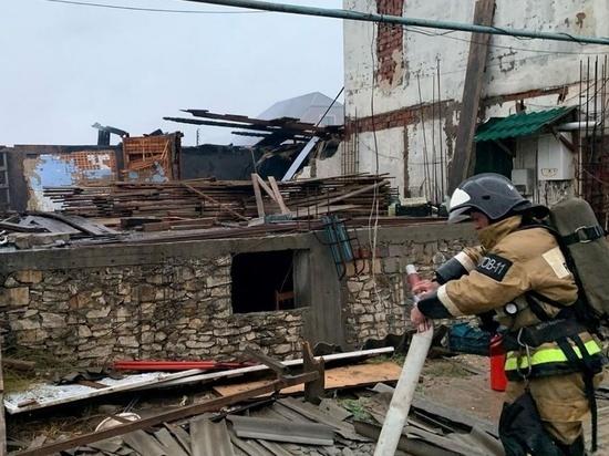 При пожаре в Избербаше пострадало восемь домов