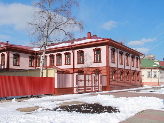 Туристов в Архангельск будут загонять пушками?