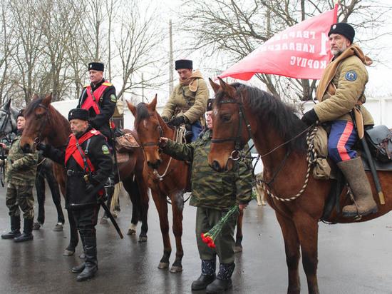 Казаки идут по Тульской области маршрутом красных кавалеристов 1941 года