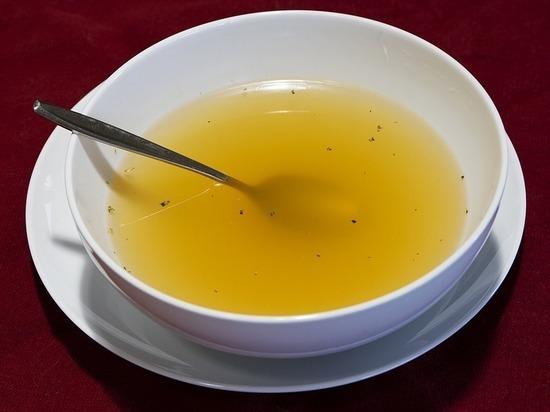 Гастроэнтерологи рассказали о полезных для здоровья свойствах бульона