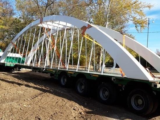 В Керчи монтируют миниатюру Крымского моста