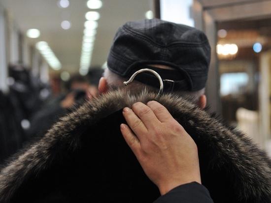 На халяву прибарахлившийся северодвинец готовится к долгому ношению унылой казённой одежды