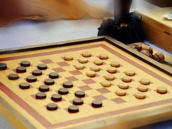 Две золотые медали Первенства Мира по шашкам получил школьник из Ижевска