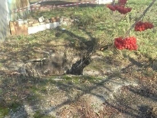В Новосибирске старушка провалилась в яму с кипятком: виновных нашли