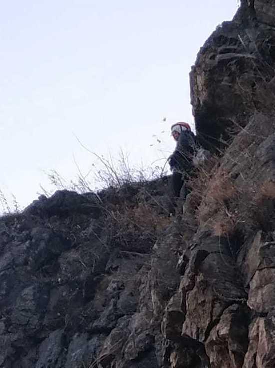 Туристка из Петербурга застряла на скале у Байкала