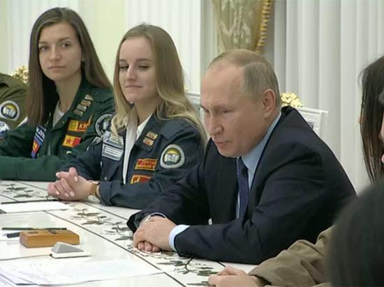 Путин пошутил про Брежнева на встрече с активом студотрядов