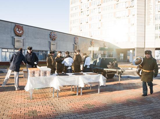Как в Хабаровске День народного единства на безлюдной площади отмечали