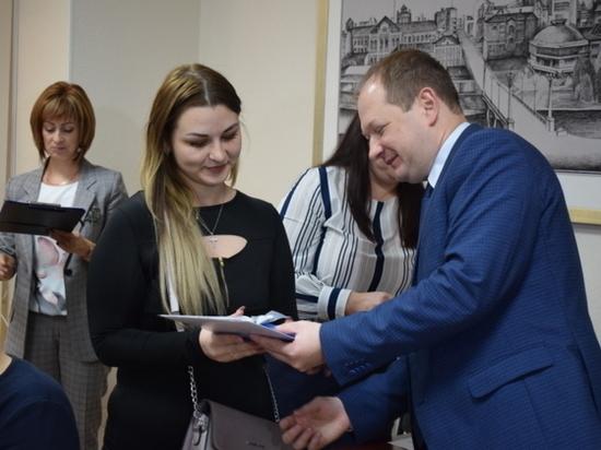 Десять детей-сирот в Иванове получили ключи от квартир