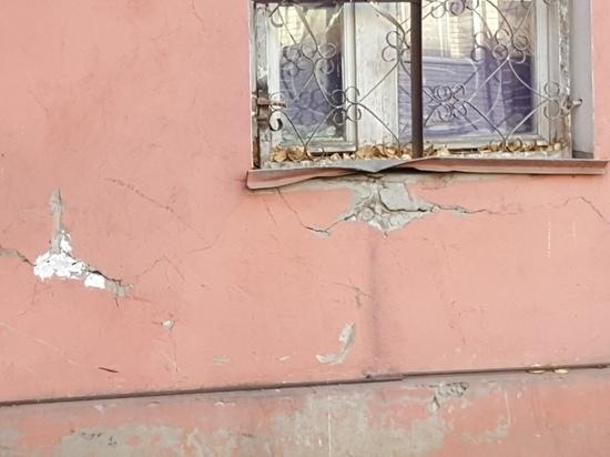 Жителям аварийного дома в Барнауле предложили переехать в другой аварийный дом