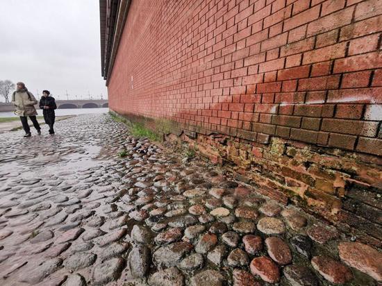 Известный блогер раскритиковал состояние Петропавловской крепости