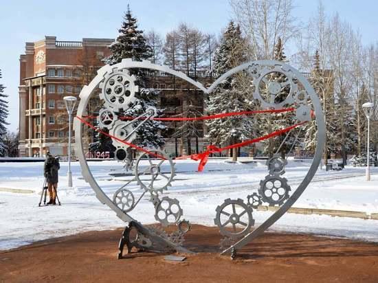 Екатеринбург «украшают» непрофессиональными арт-объектами