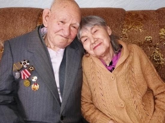 В Волгограде супругам года передали символ семьи