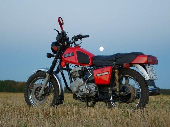 В Хакасии мотоциклист погиб, наехав на бетонную плиту