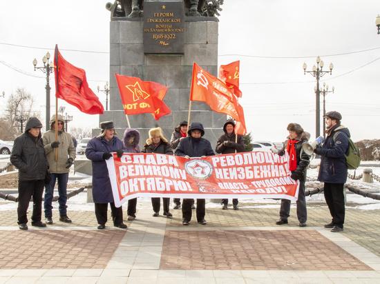 Хабаровские коммунисты разделились в годовщину Октябрьской революции
