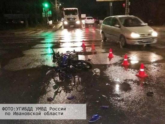 14-летний подросток на мотоцикле, не имея прав и проехав на «красный», угодил в ДТП