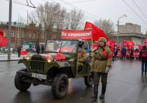 В Томске на шествие в честь юбилея Октября пришло менее сотни человек