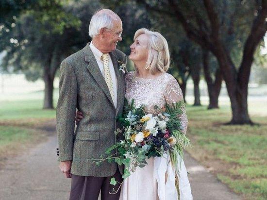В Калуге выплачивают пособия парам-долгожителям