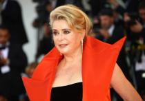 В ночь на 6 ноября французская актриса Катрин Денев была госпитализирована в парижскую больницу в тяжелом состоянии