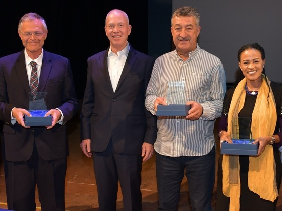 В честь Дня Алии репатриантам вручили премии «Знак почета»