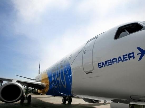 В аэропорту Хабаровска у самолета загорелся двигатель