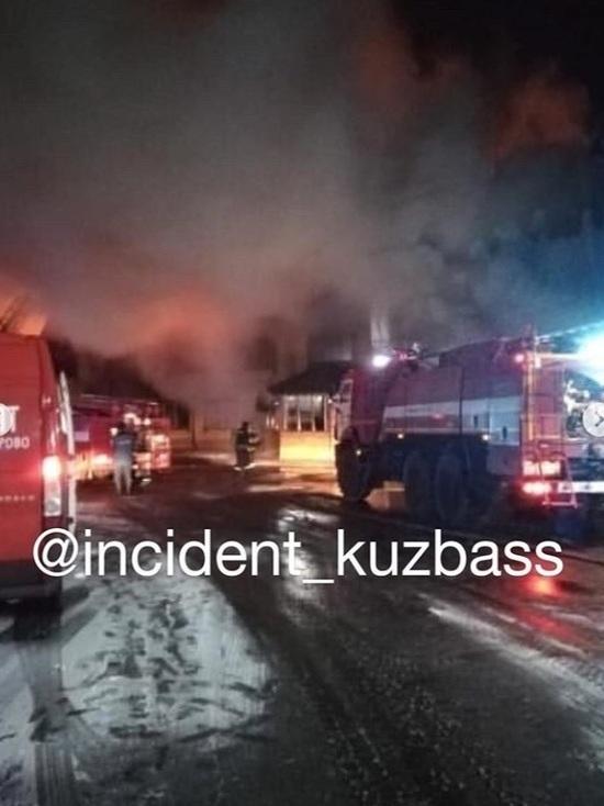 Серьезный пожар произошел в популярной шашлычной в Кемерове
