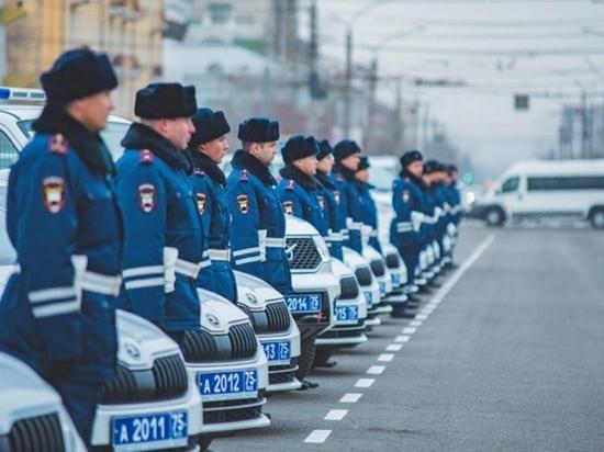 Полицейским Забайкалья вручили почти 100 новых машин