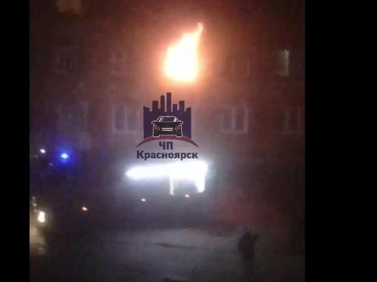 Пожарные спасли 20 человек из горящего общежития на Новой