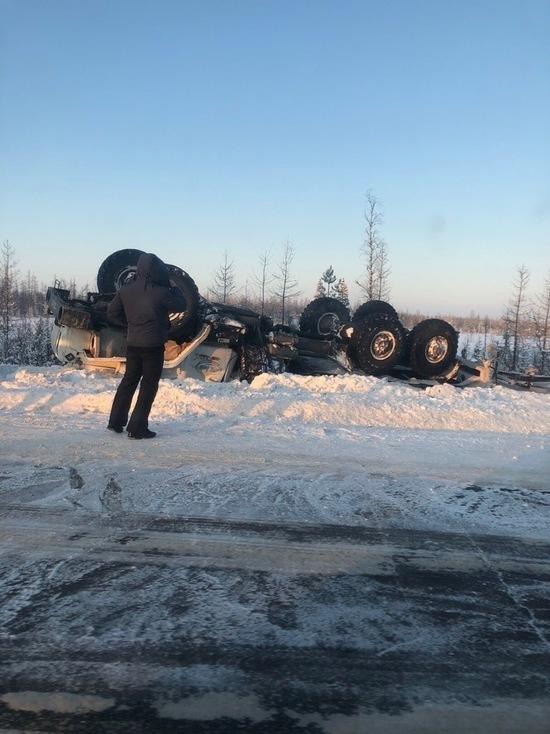 Авария под Ноябрьском: грузовик вылетел в кювет