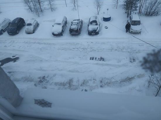 Власти Муравленко объяснили причину перекрытия выезда из двора