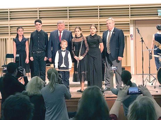 Директор музыкальной спецшколы Александр Марченко получил наградуза вклад  в российскую культуру