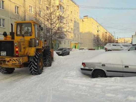 Машины жителей Ноябрьска помешали выполнить план по уборке снега
