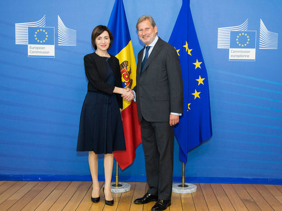 Кризис в Молдавии: «брак» социалистов и западников на грани распада