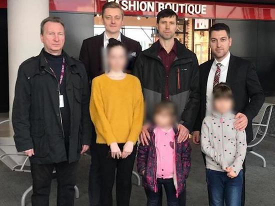 Вывезший детей из Швеции россиянин прилетел в Хабаровск
