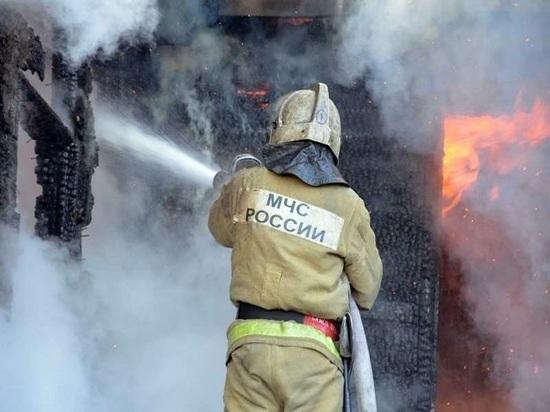 В ночном пожаре в Ивановской области сгорел большой дом
