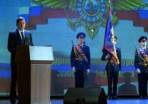 Евгений Куйвашев наградил отличившихся полицейских