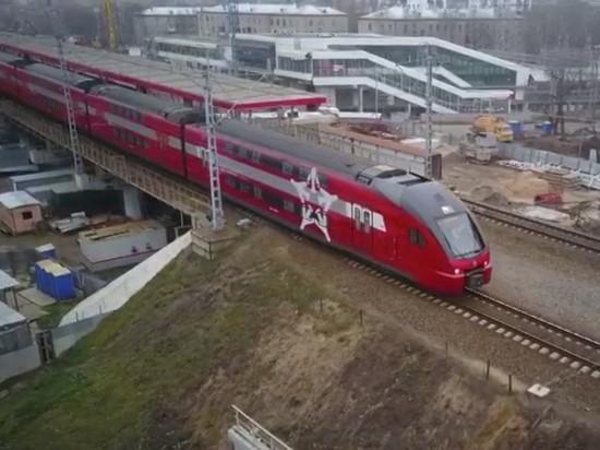 С Белорусского вокзала отправился первый двухэтажный аэроэкспресс в Шереметьево