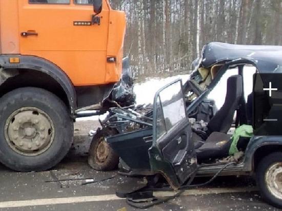 Жуткая автокатастрофа под Шенкурском, погибли женщина и её маленький сын
