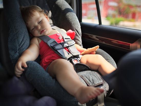 Папаша едва не покалечил годовалого ребёнка, не пристегнув его кресло к сиденью