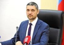 Губернатор Забайкальского края Александр Осипов на очередном оперативном совещании, после выступления министра строительства Алексея Гончарова, заявил, что все недостроенные объекты должны быть «именными», чтобы было понятно, кто должен нести ответственность